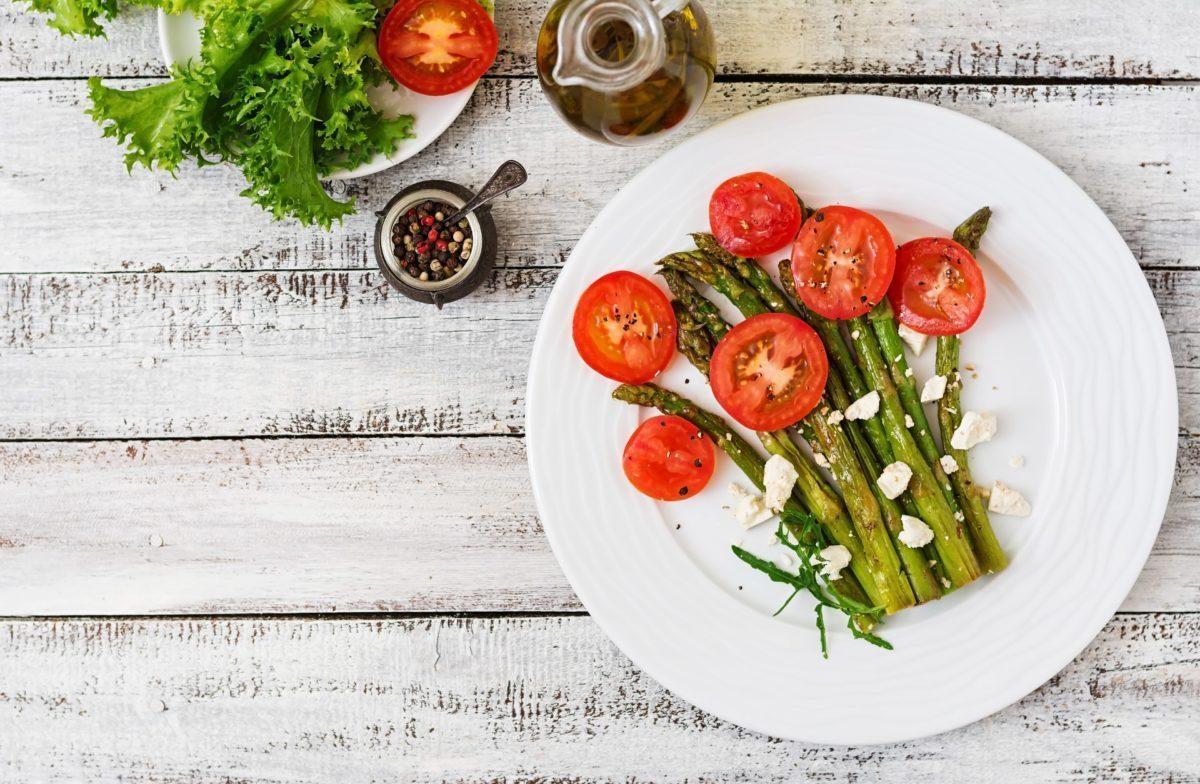 Τρόφιμα βιολογικά προϊόντα - warm salad of roasted asparagus feta cheese and 1920 1200x784 - βιολογικά προϊόντα Nature's House