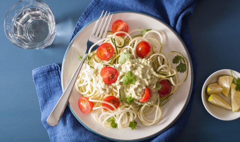 spiralized courgette salad with avocado dressing, healthy vegan meal  - eksi logoi gia na akolouthisete mia prasini diatrofi 31100 NaturesHouseGR  800x475 - Έξι λόγοι για να ακολουθήσετε μια «πράσινη» διατροφή