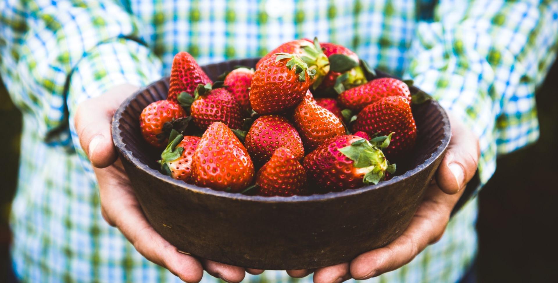 βιολογικές φράουλες - πλούσιες σε βιταμίνη c