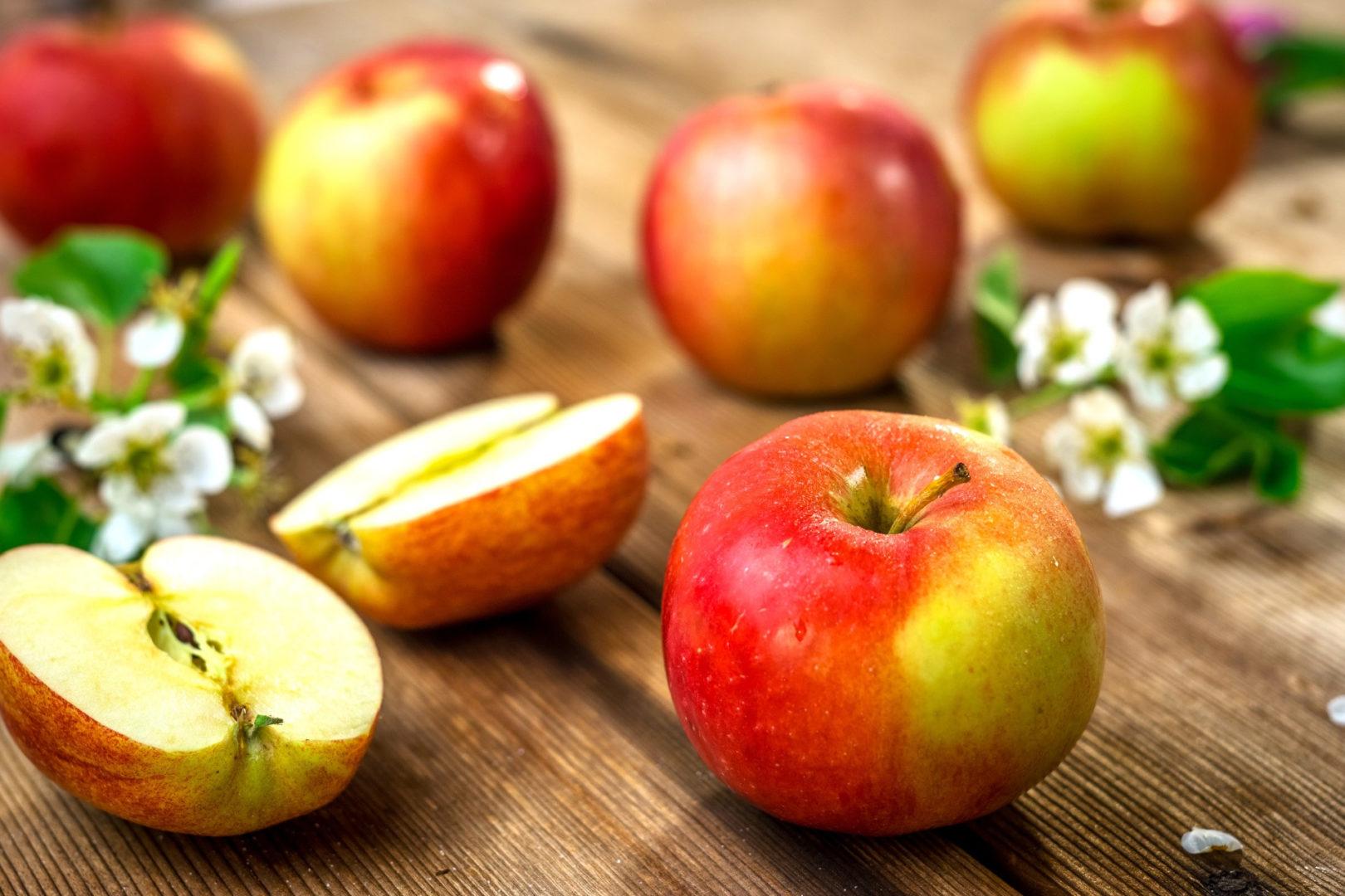 τροφές που ρίχνουν τη χοληστερίνη - apples - 6+1 τροφές που ρίχνουν τη χοληστερίνη